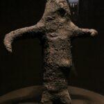 Anthropomorphic mud figure